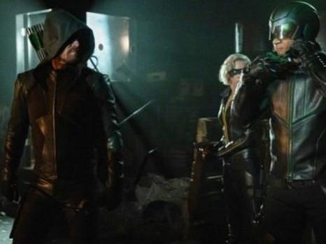 L'inizio della fine per Arrow 8 avrà il sapore della nostalgia: rivelata la sinossi ufficiale dell'ultima stagione
