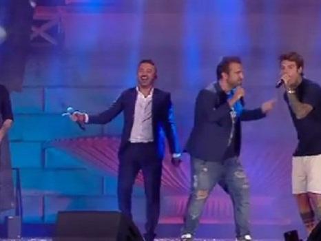 J-Ax e Fedez con Sergio Sylvestre al Wind Summer Festival da Senza Pagare con Pio e Amedeo a Turn it up (video)