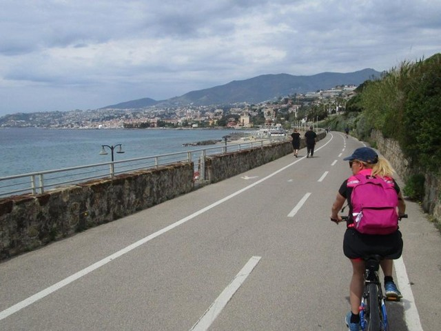 Sanremo, multe salate per i ciclisti che pedalavano fuori dal comune di residenza