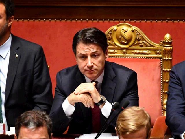 """Crisi di governo, Conte al Senato: """"Esecutivo si arresta qui. Salvini ha compromesso interessi nazionali per i suoi"""" – LA DIRETTA"""