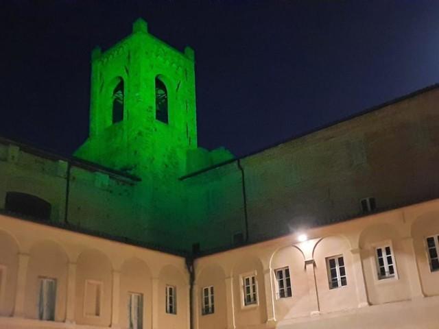 Recanati, la Torre del Passero Solitario illuminata di verde per la giornata delle malattie rare
