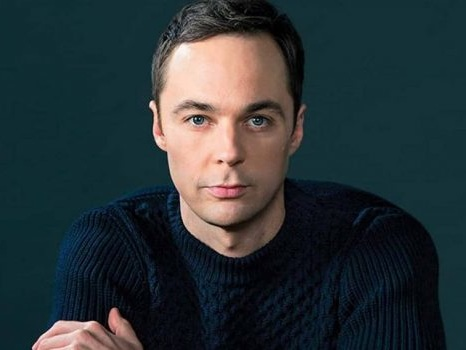 Jim Parsons dopo The Big Bang Theory nel cast di Hollywood, parata di stelle per la serie di Ryan Murphy
