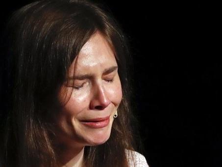 Amanda Knox in lacrime: dipinta come mostro, ho pensato al suicidio DIRETTA