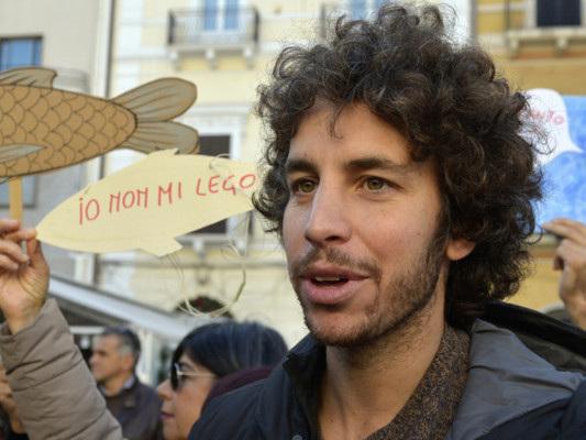 """""""I guastatori non rovineranno la festa delle sardine a Roma"""". Intervista a MattiaSantori"""