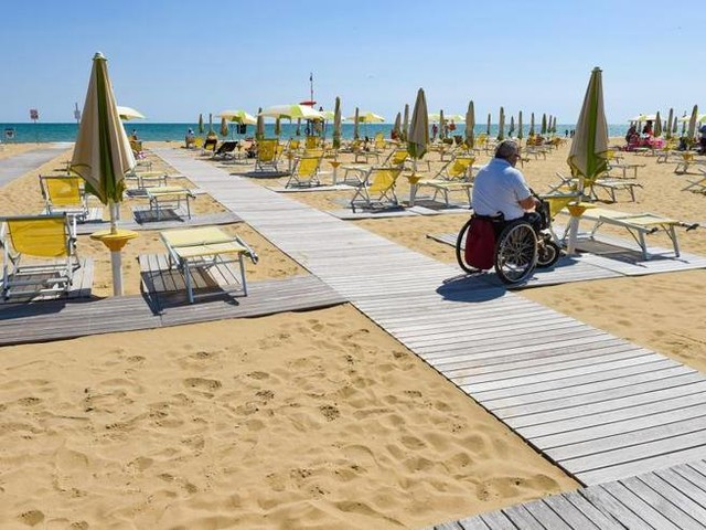 Bibione, città per tutti. Alberghi e spiagge: un posto al sole per invisibiliBuone Notizie oggi in edicola