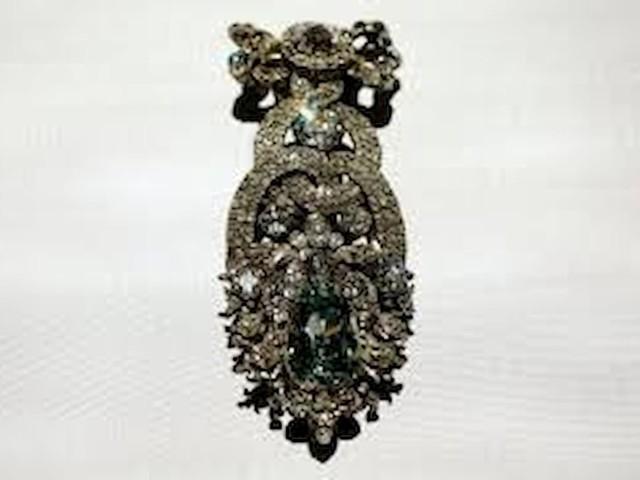 """Il """"diamante verde"""" del castello di Dresda è scampato al furto. Con le asce sulle vetrine, il video"""