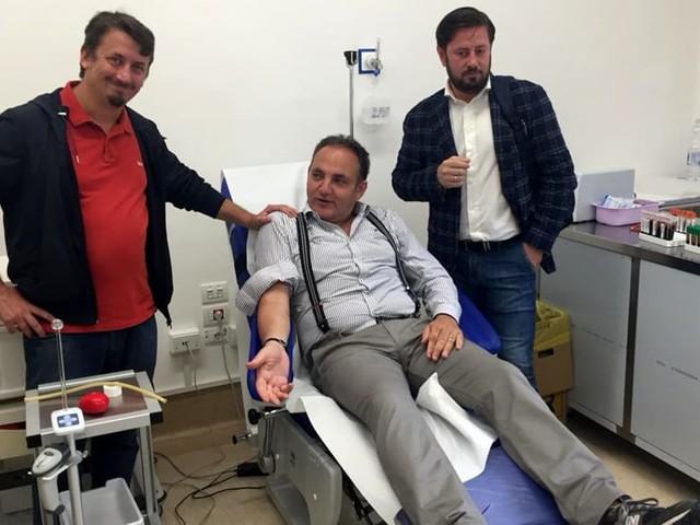 Dai sindaci baresi ai personaggi della cultura: al 'Di Venere' la giornata di donazione del sangue