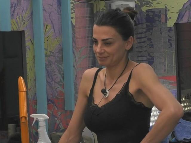 GF Vip, Serena contro Montovoli: 'Non decide lui quando deve uscire Pago per stare con me'