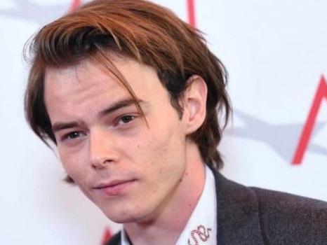 Al via la produzione di Stranger Things 3, Charlie Heaton fuori dal cast dopo i problemi di droga?