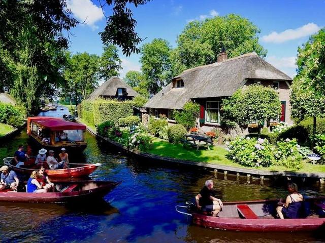 Giethoorn: il fiabesco villaggio senza strade. Guida completa