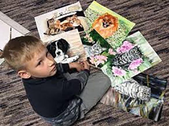 Pavel, 9 anni, ritrae gli animali che ama. Così aiuta i canili