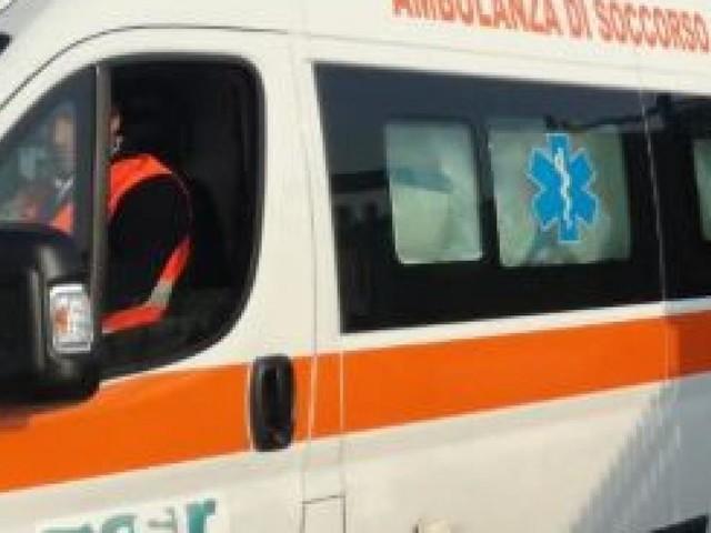Montecassiano, scontro fra tre auto: due persone all'ospedale
