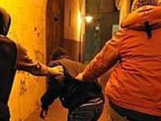 Coppia di giovani picchiata senza motivo in centro in via Emerico Amari a Palermo