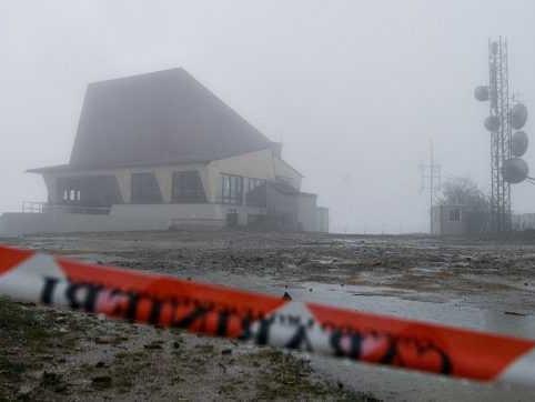 """Incidente funivia del Mottarone, il video della tragedia in mano agli inquirenti. La pm: """"Si vede la cabina che sussulta e torna indietro"""""""