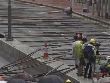 Hong Kong: decine di migliaia di persone in piazza nonostante il divieto