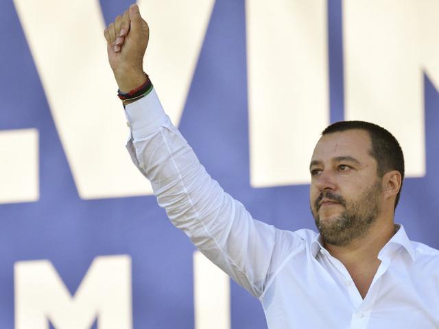 Noi (riclicati) con Salvini. Viaggio nella cosa nero-verde che il leader della Lega sta costruendo a Sud: piccola classe dirigente, vecchi notabili e personaggi in cerca d'autore
