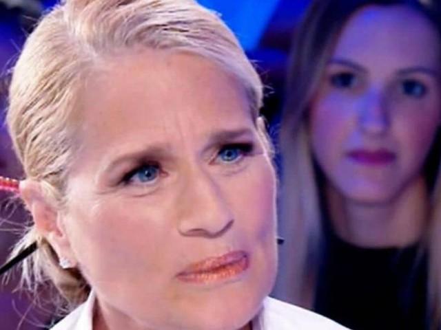 Heather Parisi confessa a Live-Non è la D'Urso: 'Sono stata picchiata per sette anni'
