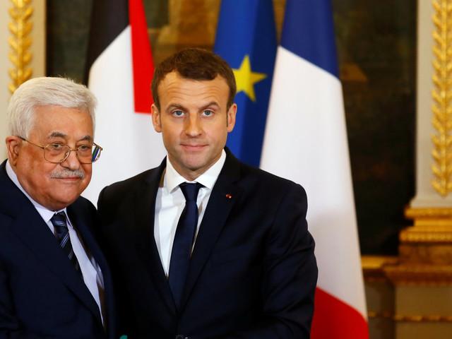 """""""Trump si è isolato da solo"""". Macron vede Abu Mazen, ma frena sullo Stato di Palestina"""