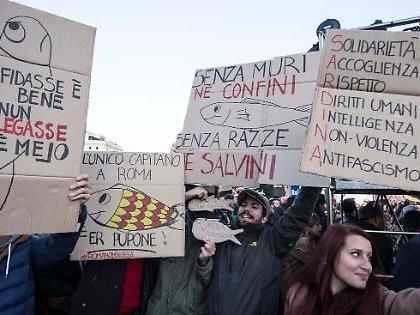 Sardine, Sabina Guzzanti arriva al congresso di Roma: una grossa sorpresa