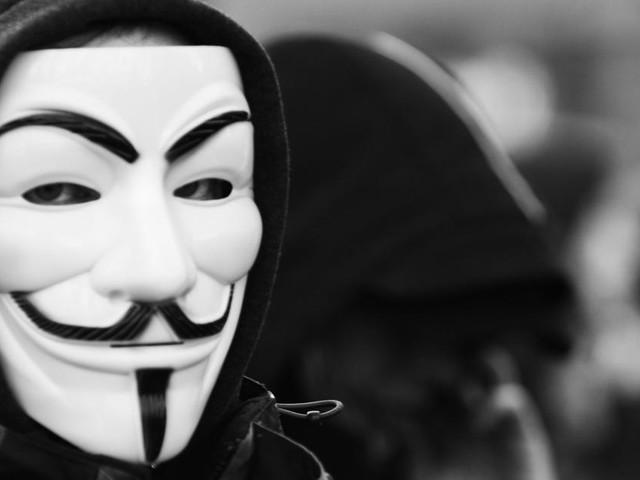 Anonymous contro TikTok: 'Il governo cinese sta eseguendo un'operazione di spionaggio'