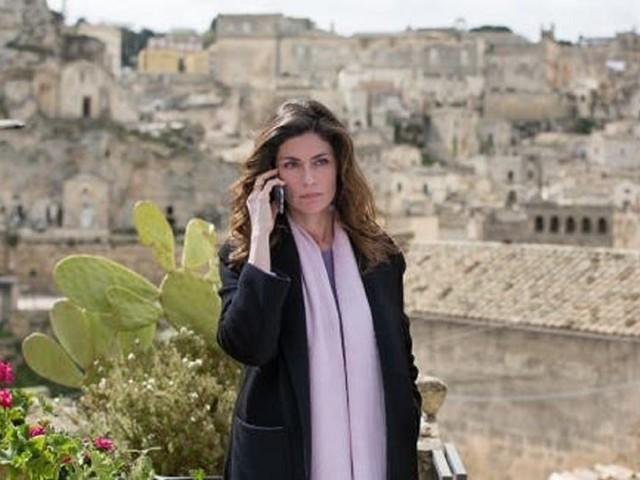 Sorelle raddoppia su Rai1 con Chiara pronta ad aiutare Roberto, ma è davvero innocente? Anticipazioni repliche del 4 e 11 agosto
