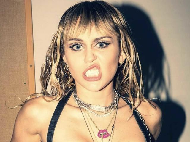 Miley Cyrus ha rischiato di morire: terrore sul suo aereo
