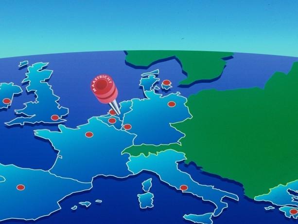 Eurozona divisa in due: cresce manifattura, anello debole il terziario