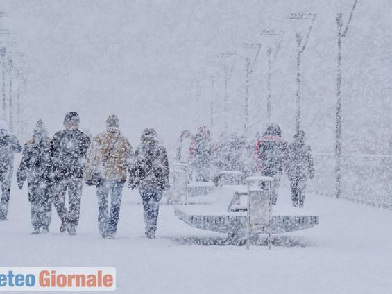 Meteo nord Alpi, previsione di nevicate fortissime. Versanti italiani criticità