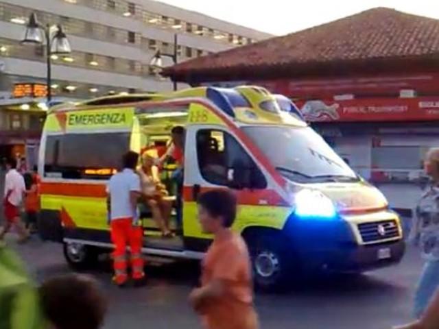 Quindicenne travolto da auto vicino Ostia: è grave