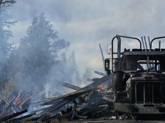 Cesena: a fuoco camion carico di olio vegetale sulla E45