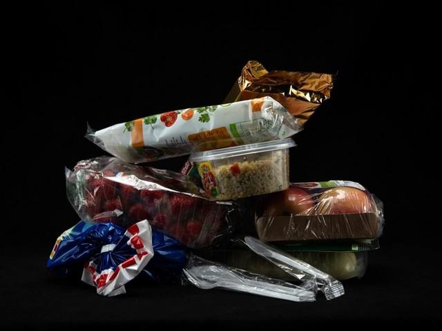 Ma quale plastic free? In Italia oltre 2 milioni di imballaggi alimentari inquinanti