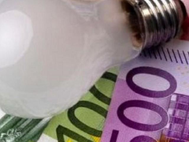 'Furbetti del contatore', il conto morosi bollette luce lo pagheranno gli altri