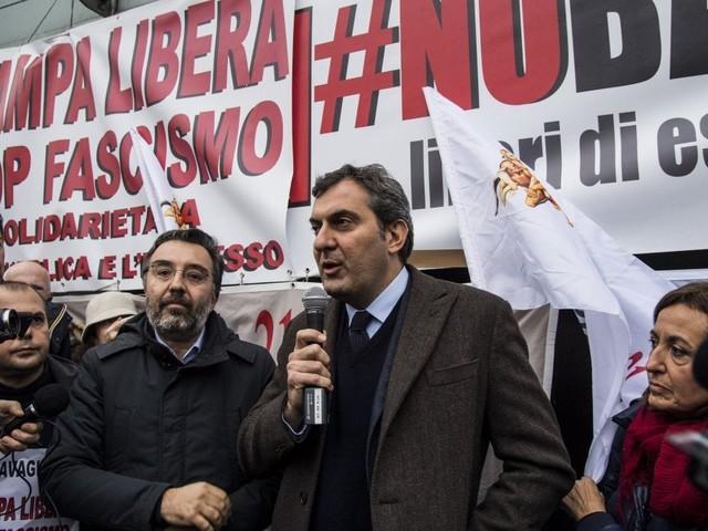 Blitz fascista, il presidio davanti a Repubblica e Espresso