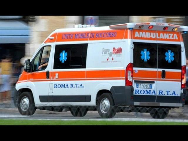 Roma, morto a 11 anni in macchina: il malore nel traffico congestionato sulla Colombo