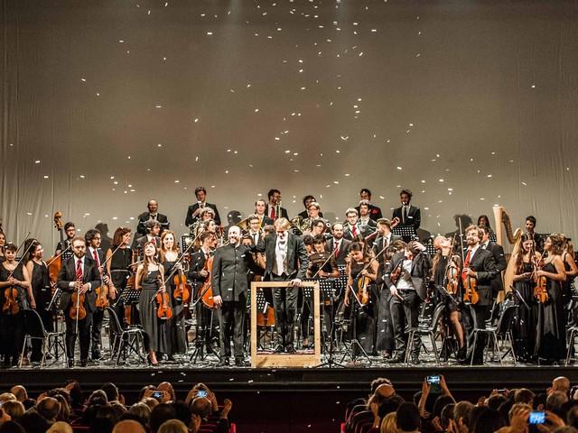 """Bollicine"", l'Orchestra Senzaspine al Teatro Duse"