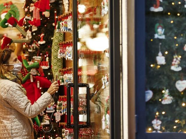 Coronavirus, notizie: Si lavora su misure per Natale. Ipotesi scuole aperte dal 9/12. LIVE