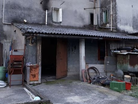 Razziava ville, trafficava in droga: banda di albanesi stanata in cascina