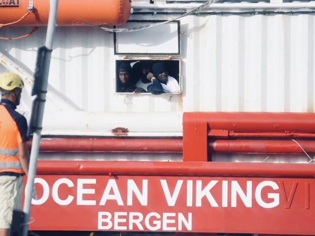 """Su Ocean Viking 176 migranti. L'Ong: """"Dateci un porto sicuro"""""""