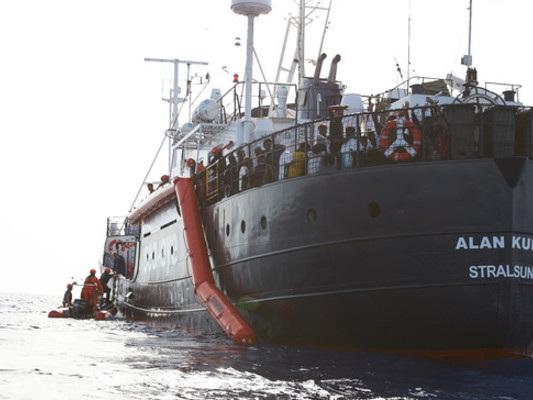 """Le due navi delle Ong scelgono Lampedusa. Salvini: """"Ridiscuteremo il trattato di Dublino"""""""