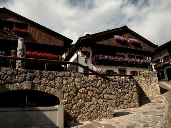 Borghi della Carnia: Pesariis e Sauris, tra orologi, prosciutti e formaggi di malga