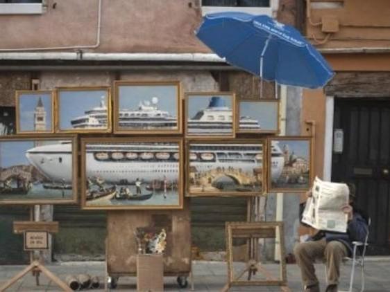 Banksy ha trollato Venezia e Venezia lo ha cacciato | VIDEO