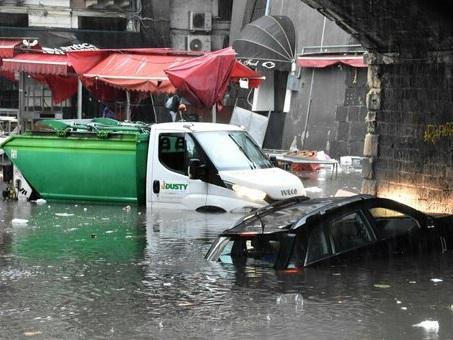 Maltempo in Sicilia, l?acqua non dà tregua: altro morto a Catania. «Sembra l?Apocalisse»