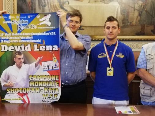 """Il campione del Mondo di karate Devid Lena accolto in Comune da Bongiovanni: """"Prossimo obiettivo? La Coppa in Cile"""""""
