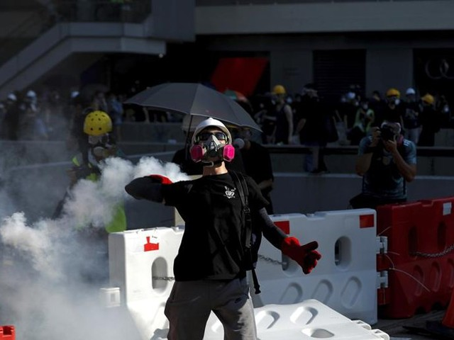 Hong Kong, sale la tensione. Lam:«Situazione pericolosa»