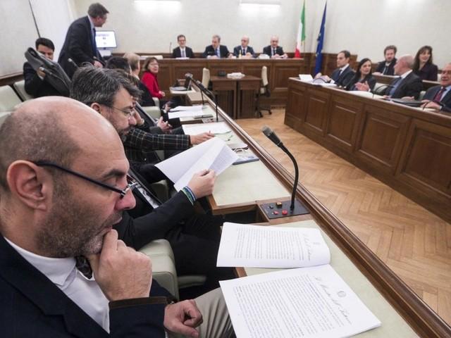 """Diciotti, Conte blinda Salvini: """"Ho condiviso le decisioni sullo stop allo sbarco"""". Il ministro: i giudici hanno invaso le prerogative del governo"""