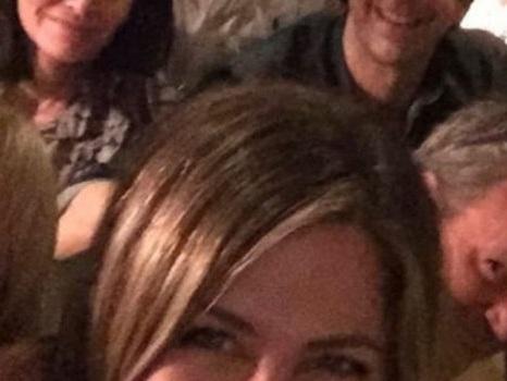 Jennifer Aniston è su Instagram e la reunion di Friends al completo è servita col primo post