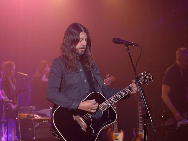 In arrivo l'autobiografia di Dave Grohl: tutto su The Storyteller, dai Nirvana ai Foo Fighters