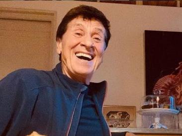 Avete mai visto il nipote di Gianni Moradi? Eccolo mentre fa l'imitazione di nonno Gianni