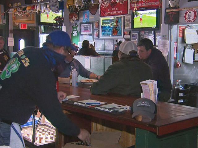 'It Really Hurts': Restaurants Taking Big Hit On Thanksgiving Eve