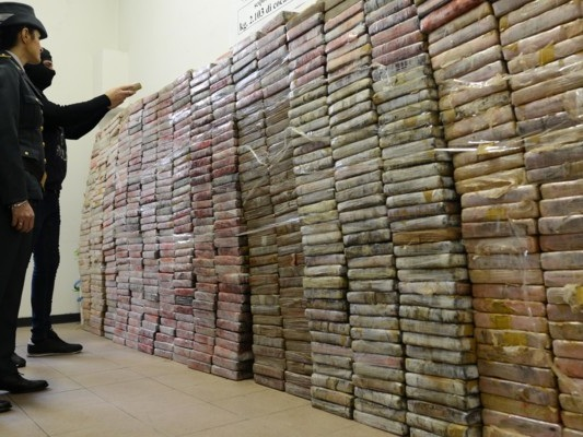 Le mafie italiane e lo snodo africano della cocaina dietro l'arresto di 6 italiani
